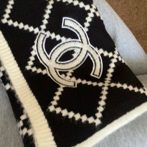 Vintage Chanel scarf black and white